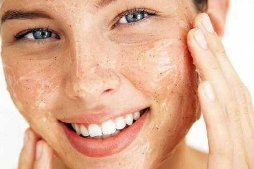 DIY-Face-scrubs-for-glowing-skin-4