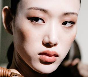 003-how-to-get-clear-skin-seo-vogueint-oct3-getty-images