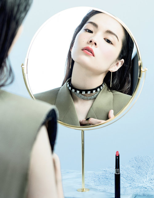 Vogue-Japan-x-Cle-de-Peau-Beaute-Mar-2018-Kozue-Akimoto-by-Jingna-Zhang2